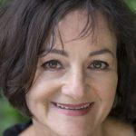 """Ute Bales, die Autorin von """"Die Welt zerschlagen"""", im Autorenporträt. Über ihre """"Schreibhöhle"""" und regional verortete Texte."""