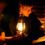 """""""Stumme Augen"""" auf dem Rosskopf. Renate Klöppel lädt am 28. September zur Krimi-Nachtwanderung mit Sturmlaterne und dunklen Momenten."""