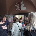 """Unter dem Motto """"Einladung an die Waghalsigen"""" wurde am 22. Oktober das neue Literaturhaus eröffnet. Bericht von einem wenig waghalsigen, dafür fröhlich warmherzigen Festakt im neuen Saal in der Bertoldstraße."""