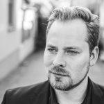 Poetry Slam Show: Johannes (Hanz) Elster präsentiert fünf renommierte Slam Poet*innen.