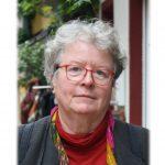 Ulrike Halbe-Bauer im Autorenporträt. Sie schreibt mit Füller - und mit dem Fließen der Tinte fließen bei ihr auch die Einfälle.