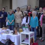 """""""9 Autor*innen, 9 Geschichten"""": Die Eröffnung der Herdermer Sommer-Lesungen war sehr gut besucht und präsentierte, passend zum Stadtjubiläum, eine große Bandbreite Freiburger Autor*innen."""
